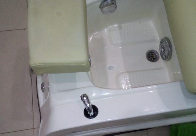 ремонт скола на ванне для педикюра