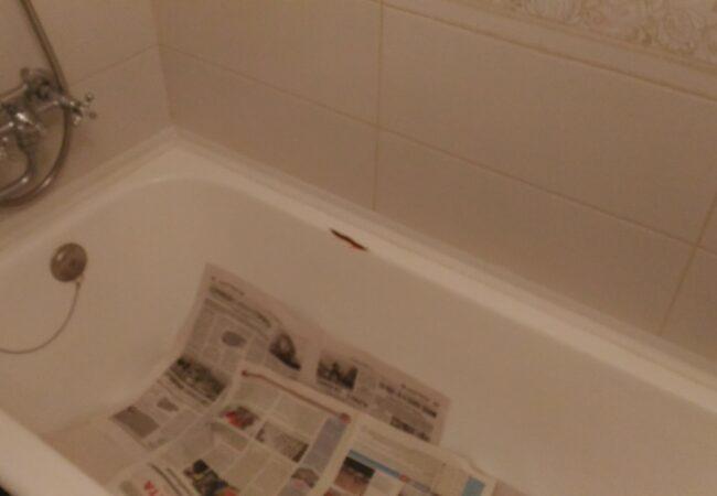 неприятный скол на чугунной ванне