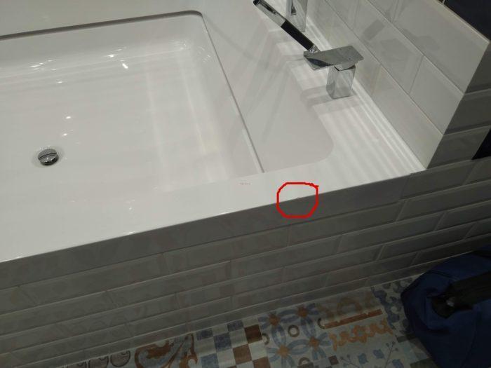 повреждение ванны из керамогранита