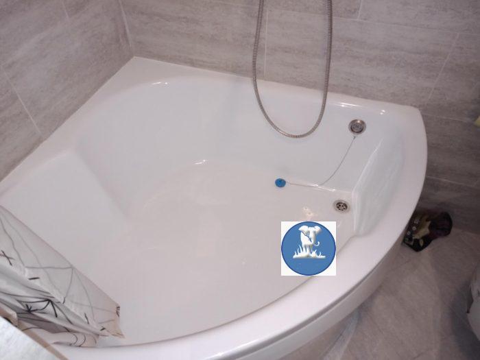 Появилась трещина у верхнего слива на акриловой ванне