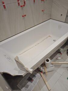 Откололся кусок угла на ванне, ремонт
