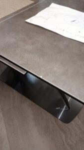 Скол на кухонном столе из искуственного мрамора